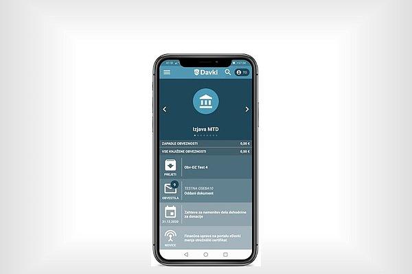 Mobilni telefon prikazuje stran v aplikaciji eDavki.