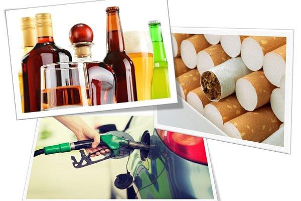 Steklenice in kozarci alkoholnih pijač; tobak v cigaretah z rjavim filtrom v pakiranju; človek črpa bencinsko gorivo v avtomobilu na bencinski črpalki.