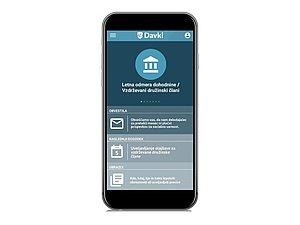 Realističen prikaz pametnega telefona. Na zaslonu je prikazana aplikacija eDavki.
