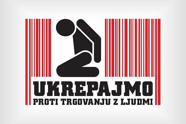 Ikona človeka, ki kleči z rokami na hrbtu. Pod njim je slogan Ukrepajmo proti trgovanju z ljudmi.