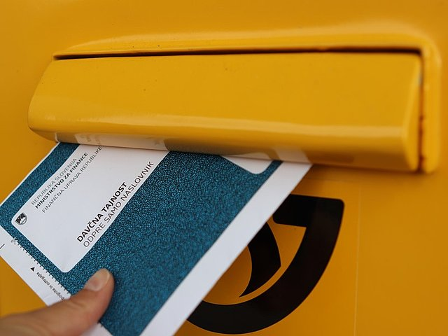 Oddaja informativnega izačuna dohodnine v poštni nabiralnik.